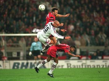 Sportfoto des Jahres 1997  1.Platz Kategorie Fußball + 2.Platz Weltsportfoto des Jahres - Ralf Ibing